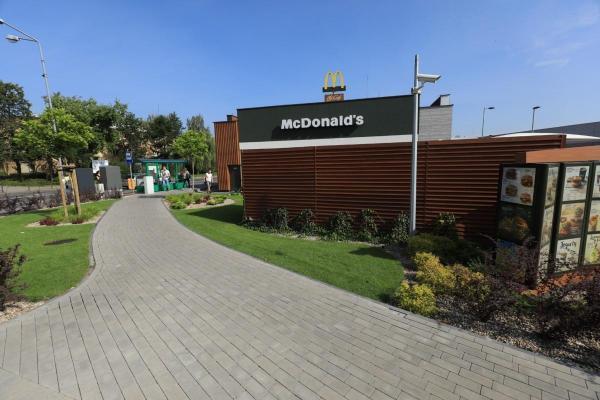 restauracja mcdonalds w Luboniu realizacja