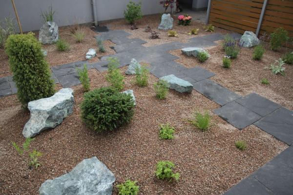 realizacje ogród bez trawnika Dąbrówka galeria